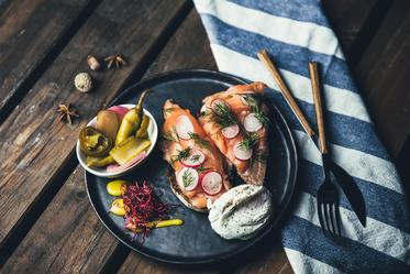plated-salmon-salad