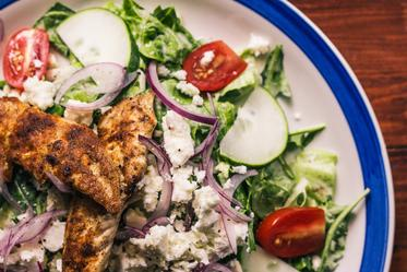 salad-with-chicken_373x